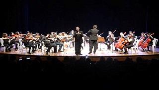 Orquestra durante apresentação realizada em novembro do ano passado no Teatro Municipal